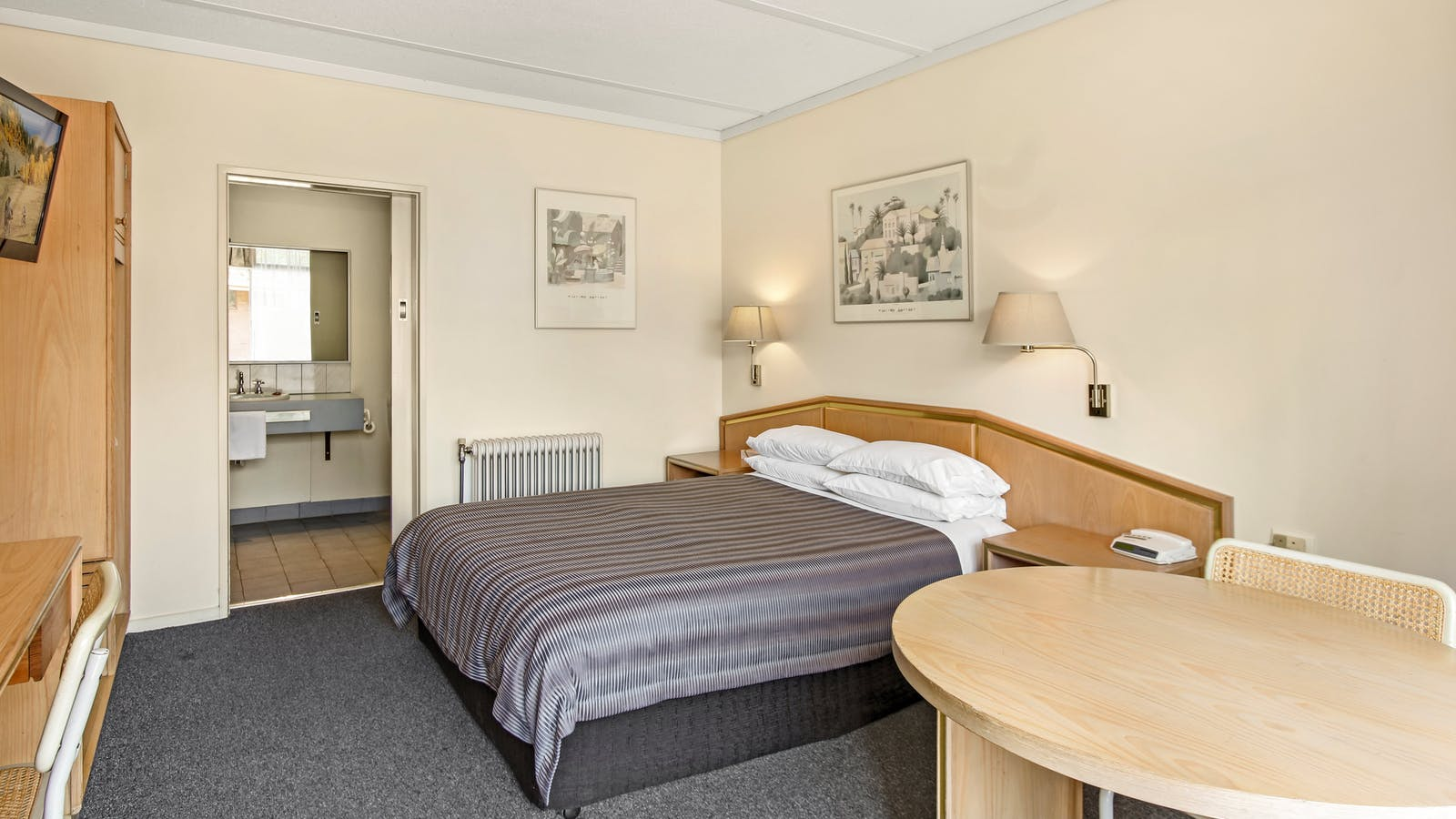 comfort inn moe accommodation gippsland victoria australia. Black Bedroom Furniture Sets. Home Design Ideas