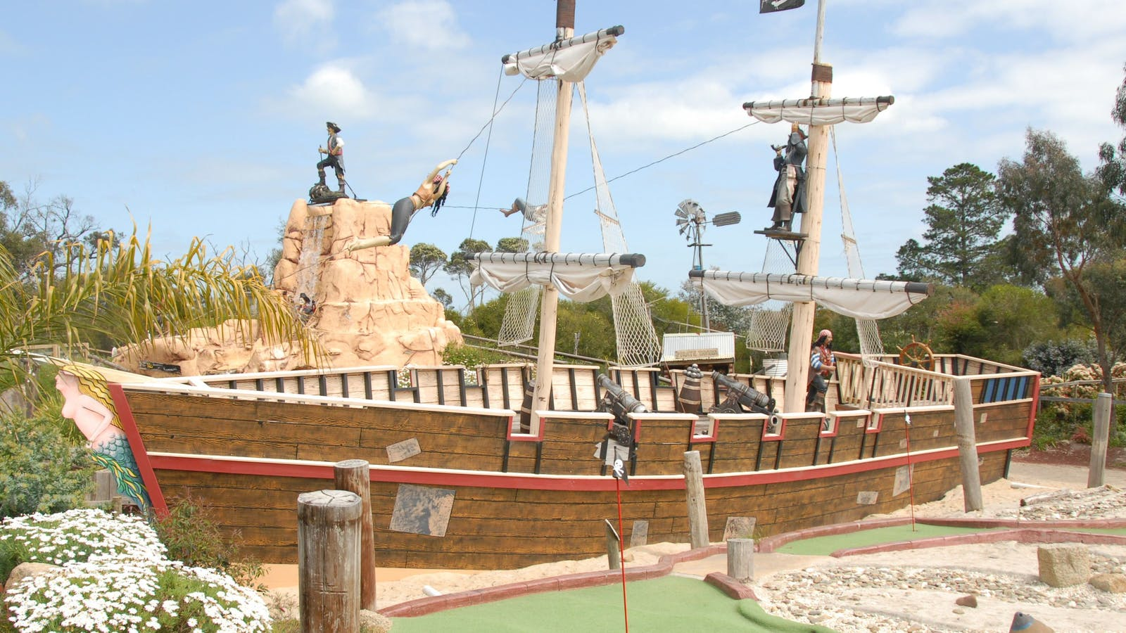 pirate mini-golf