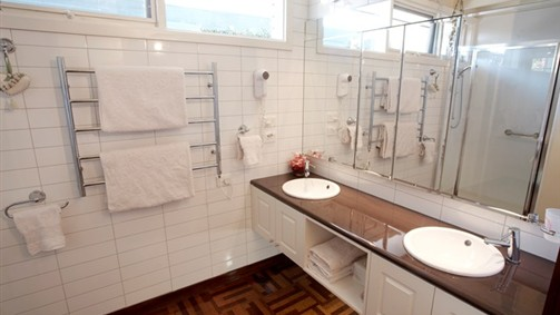 Conservatory Suite - bathroom