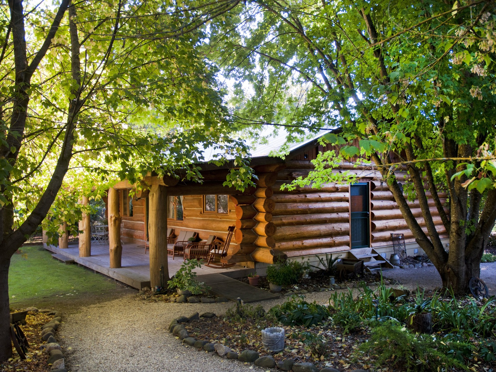 Accommodation high country victoria australia for Elevated log cabin