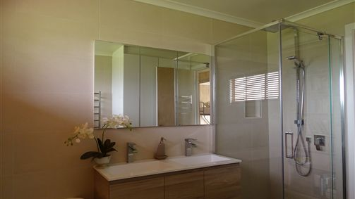 Renovated bathroom/double sink/European laundry/heated towel rail