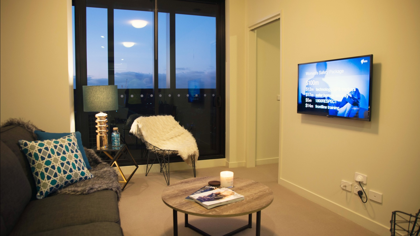 Accommodation close to Etihad Stadium ideal for AFL Footy Games and 1  minute from Southern Cross Railway Station