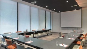 Travelodge Southbank - conference room