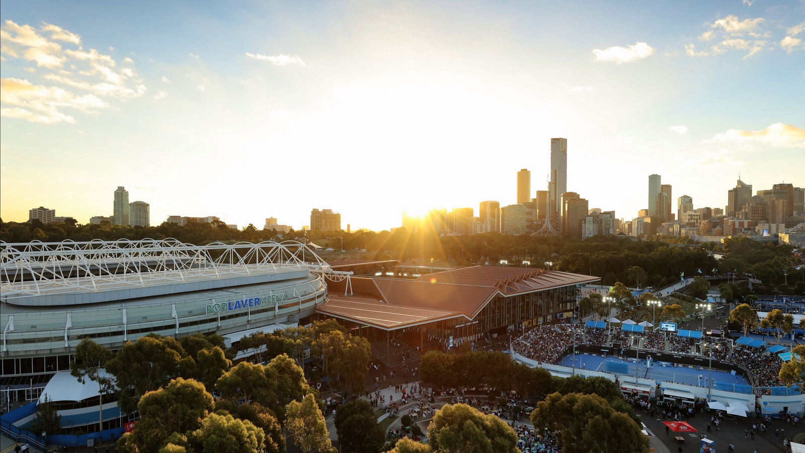 Experience the best Australian summer at AO 2018 with hot tennis action and balmy Melbourne nights