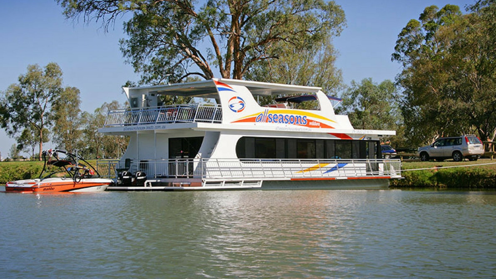 Explore the Murray River with All Seasons Houseboats