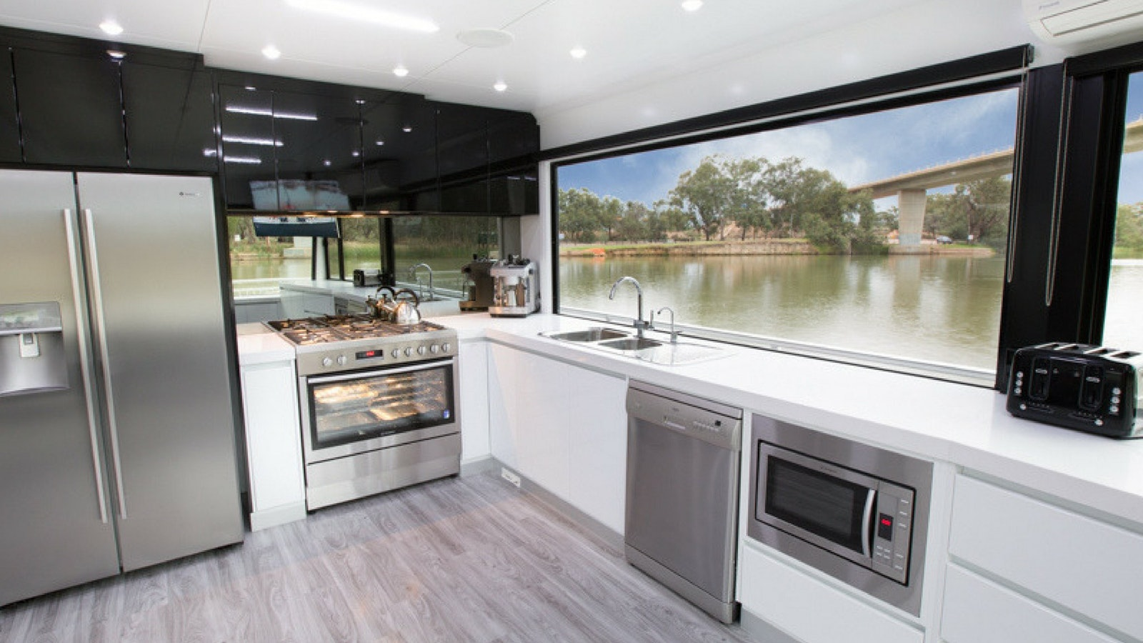 All Seasons Houseboats have modern kitchens