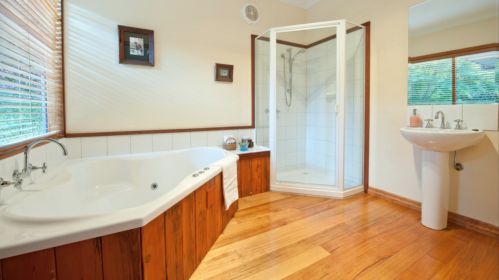 spa bath lyrebird cottages