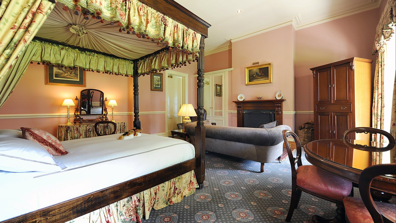 Stable Suite with open log fire and an antique four poster bed